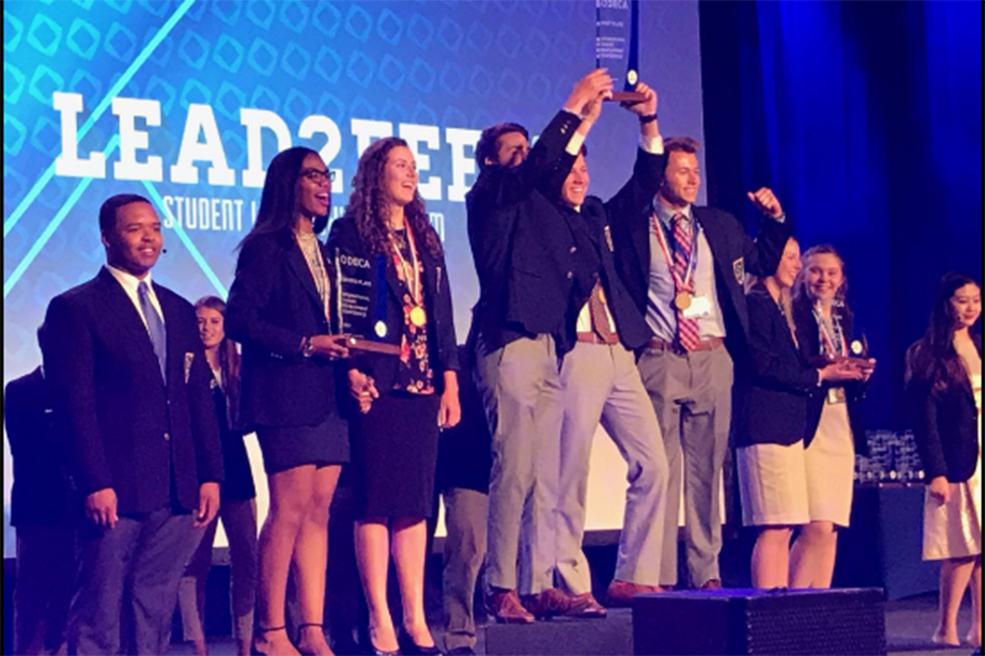 DECA+advancing+to+international+Competition